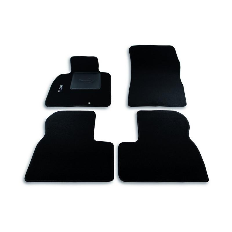 Set tappeti auto su misura in moquette per Nissan Modello Micra dal 2010 ad oggi.